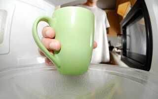 Чи можна кип'ятити молоко в мікрохвильовій печі