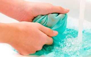 Як вивести полинялі плями з кольорового і білого білизни своїми руками?